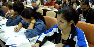Congreso de la Juventud Comunista se pronuncia contra campaña anticubana
