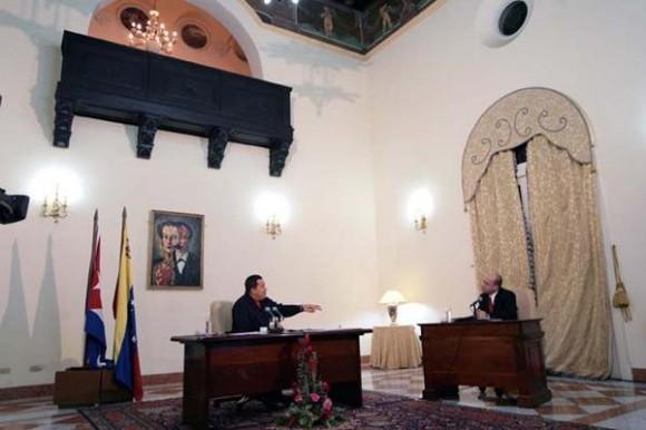 El Presidente Chávez y Randy Alonso, en La Habana. Foto: Prensa Presidencial